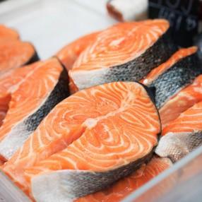 Salmon en trozos o rodajas peso aproximado bandeja 750 grs